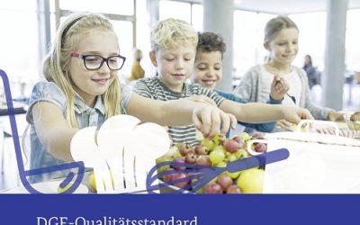 Speisen mit hohem Potenzial für Gesundheit und Umwelt – Aktualisierte DGE-Qualitätsstandards für die Verpflegung begleiten Praktiker*innen zu nachhaltigen Lösungen